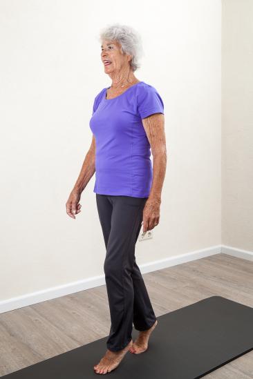 Goede 11 Yoga oefeningen voor valpreventie van ouderen LN-39