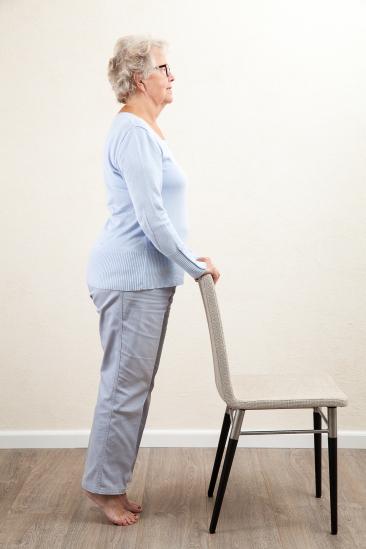 Verwonderlijk 11 Yoga oefeningen voor valpreventie van ouderen NW-64